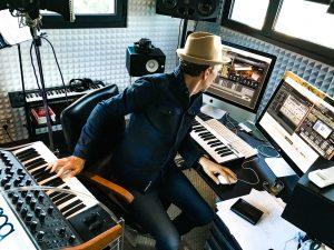 Francois Feldman dans son studio